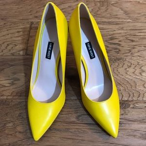 Yellow Nine West pumps 10